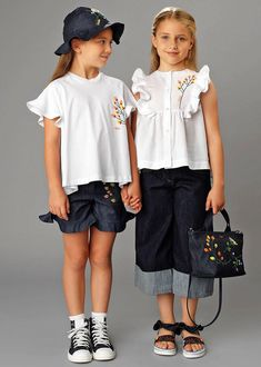 The Fendi Kids collection is renowned for its delightful use of colour and distinctively playful prints. It is the brand& attention to detail, passion for excellence and use of quality fabrics that define the Fendi Kids wardrobe. Little Boy Fashion, Toddler Fashion, Kids Fashion, Fashion Shoes, Fashion Tips, Outfits Niños, Kids Outfits, Baby Dress Design, Kids Wardrobe