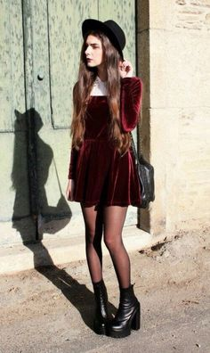 The velvet dress in red give a very grunge look Grunge Dress, Grunge Outfits, Grunge Fashion, 90s Fashion, Fashion Outfits, Fashion Boots, Fashion Ideas, Velvet Skater Dress, Red Velvet Dress