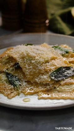 Recipe with video instructions: Homemade ravioli over store bought ravioli any day of the week. Plus, our Classic Homemade Ravioli recipe is a lot easier than you might think. A Food, Food And Drink, Pasta Casera, Homemade Ravioli, Vegetarian Recipes, Cooking Recipes, Food Videos, Tasty Videos, Zucchini