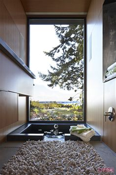 Jacuzzi that sits down in the floor