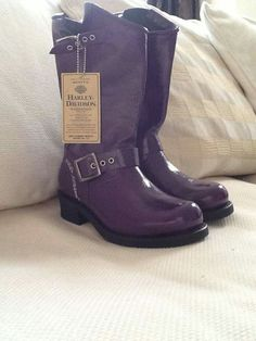 Purple Harley Davidson boots by leola Purple Love, All Things Purple, Shades Of Purple, Purple Stuff, Bike Shoes, Shoe Boots, Shoe Bag, Footwear Shoes, Purple Fashion