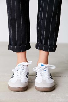 We don't have to tell you this, but the type of handbag you carry says a lot about your sense of sty Adidas Samba, Adidas Og, Moda Sneakers, Retro Sneakers, Sneakers Style, Adidas Outfit, Adidas Shoes, Adidas Pants, Fashion Boots