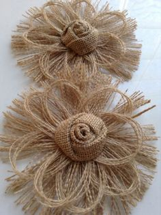 Flower Crafting Burlap, hemp, jute - all great materials for flower making Burlap Lace, Burlap Flowers, Felt Flowers, Diy Flowers, Fabric Flowers, Paper Flowers, Wreath Burlap, Wedding Flowers, Brown Flowers