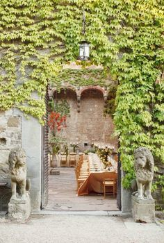 a secret, walled garden makes the most amazing event space. we can't help but yearn to be there.   www.trixandtrumpet.com