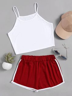 ¡Cómpralo ya!. Crop Cami Top With Contrast Trim Shorts. Shorts White Burgundy Polyester Color Block Strap Sleeveless Sexy Vacation Fabric has some stretch Summer Two-piece Outfits. , topcorto, croptops, croptop, croptops, croptop, topcrop, topscrops, cropped, topbailarina, corto, camisolacorta, crop, croppedt-shirt, kurzestop, topcorto, topcourt, topcorto, cortos. Top corto de mujer de SheIn.