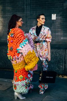 London Fashion Week Street Style Is Here to Bring You Nonstop Outfit Inspiration – The Best Ideas Weird Fashion, Funky Fashion, Knit Fashion, Colorful Fashion, Look Fashion, Fashion Outfits, Fashion Design, Fashion Spring, Womens Fashion