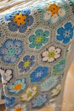 Transcendent Crochet a Solid Granny Square Ideas. Inconceivable Crochet a Solid Granny Square Ideas. Crochet Squares, Crochet Blanket Patterns, Crochet Granny, Crochet Motif, Crochet Designs, Knitting Patterns, Crochet Blankets, Granny Squares, Crochet Afghans