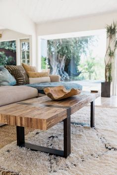 Rustic Living Room Designs rustic living room ideas, designs and decor inspiration. Browse living room photos to see cabin style colour schemes Modern Farmhouse Living Room Decor, Diy Home Decor Rustic, Rustic Living Room Furniture, Farmhouse Decor, Farmhouse Ideas, Wood Bedroom, Farmhouse Style, Modern Room, Modern Rustic Furniture