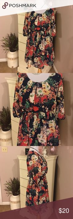I. N. San Francisco Floral dress 👗 Small I. N. San Francisco brand floral dress. Worn once excellent condition size small. Lined. Super cute even with boots I. N. San Francisco Dresses Midi