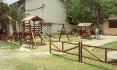 Playground em madeira.