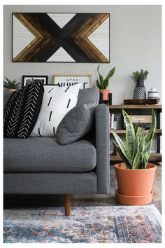 Cushions On Sofa Color Schemes, Cushions For Grey Sofa, Sofa Colors, Living Room Color Schemes, Living Room Colors, Living Room Sofa, Charcoal Sofa Living Room, Dark Grey Couches, Dark Sofa