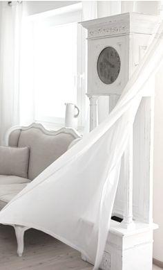 white room ...