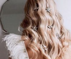 """""""Stars got tangled in her hair whenever she played in the sky"""" ~ Laini Taylor⠀ ⠀ These beautiful hair pins from ⠀ ⠀ ⠀ Unique Hairstyles, Wedding Hairstyles, Epic Hair, Chica Cool, Hair Jewels, Models Makeup, Wedding Looks, Hair Pieces, Hair Inspo"""