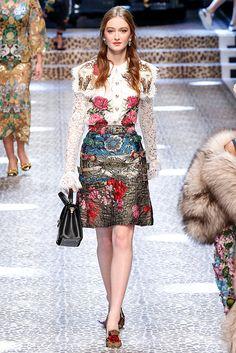 """Ligia Nottingham: Milan Fashion Week: 10 looks para amar! Dolce&Gabbana -  florais vintage, patchwork feito com tecido da """"poltrona antiga da vovó˜. Tendência, moda, inverno, 2017 / 2018"""