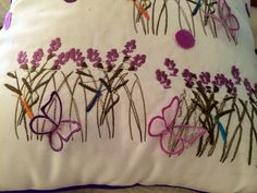 Cojin bordado y aplicado con mariposas en tul