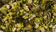 La vignarola romana è una ricetta vegetariana che rappresenta un'ottima soluzione come secondo piatto o come contorno.
