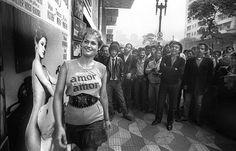 """A apresentadora Xuxa Meneghel no centro de SP durante o lançamento do filme """"Amor Estranho Amor"""" em 1982 (Foto: Jorge Araújo - 7.abr.1982/Folhapress)"""