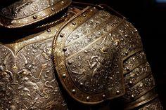 Armure de Maximilien II dite armure d'Hercule. Réalisée en France vers 1555-1560.