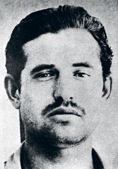 Francisco (Quico) Sabaté Llopart, uno de los últimos guerrilleros antifranquistas, muerto en enero de 1960 San Celoni (Girona), abatido por una patrulla de la Gurdia Civil y el Somatén. Su vida y muerte se vieron reflejadas en el filme 'Behold a pale horse' de Fred Zinnemann, en 1964, en el que Gregory Peck era el guerrillero catalán, y Anthony Quinn, su perseguidor, el teniente Viñolas, que personificaba al comisario Quintela.