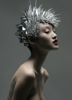 Here are some new GIFs by DarkAngelØne. We've featured him in November and he's come up with a bunch of strikingly beautiful GIFs already. Arte Fashion, Editorial Fashion, Avant Garde Hair, Creative Hairstyles, Summer Beauty, Crazy Hair, Junya Watanabe, Hair Art, Headgear