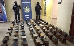 La Policía Nacional de Panamá informó hoy que en lo que va de este 2017 ha decomisado más de 6 toneladas de drogas y detenido a 655 personas supuestamente vinculadas al narcotráfico.  En un reporte sobre su accionar en lo que va de este año, la Policía precisó que de las 655 personas detenidas por casos de decomisos de estupefacientes, 594 tienen nacionalidad panameña y 61 son extranjeros, sin detallar de cuáles países.