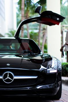 Mercedes SLS AMG *whimper* Is it smokin' hot in here or is it this CAR?