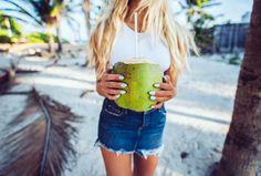 janni-deler-coconutDSC_3451