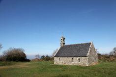 Les vitraux de Jean Bazaine à la chapelle Ty ar Zonj de Locronan