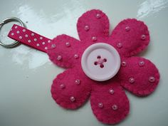 Llavero fieltro beaded flower