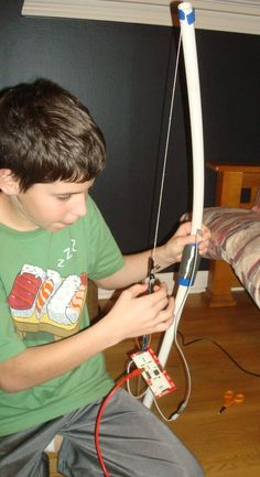 Shooting a bow with a Makey Makey in Minecraft