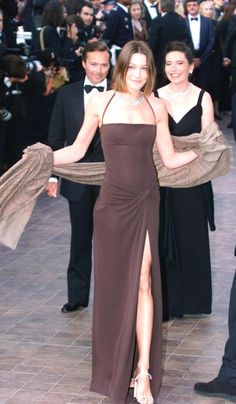 The Best Nineties and Noughties Looks of the Cannes Film Festival 90s Prom Dresses, Ball Dresses, Ball Gowns, Evening Dresses, Bridesmaid Dresses, Red Carpet Dresses, Wedding Dresses, Runway Fashion, High Fashion