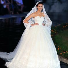 Beaded Lace Appliques Tulle Sweetheart Bridal Ball Gowns