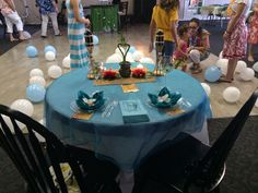 Guest of honor table-40th anniversary tropical themed party