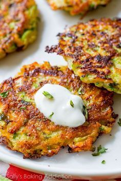 Fritters with Garlic Herb Yogurt Sauce Golden brown, crispy, and light zucchini fritters. Hold onto this recipe!Golden brown, crispy, and light zucchini fritters. Hold onto this recipe! Zuchinni Recipes, Vegetable Recipes, Keto Recipes, Vegetarian Recipes, Dinner Recipes, Cooking Recipes, Healthy Recipes, Recipe Zucchini, Shrimp Recipes
