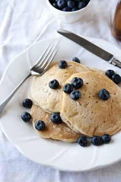 leomon pancakes with vanilla bean syrup...must make tomorrow!  via this homemade life
