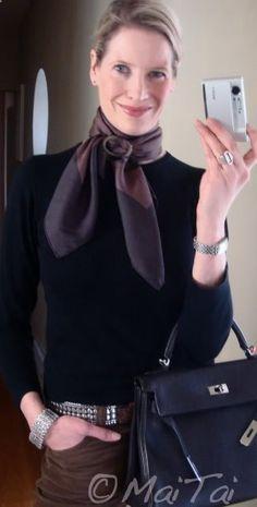 One of the best how to blogs for tying scarves - so chic!  www.maitaispictur... Krysia · Bufandas en pico 29afd10985e