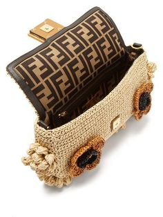 It is not a bag, it is Baguette! The cult Fendi Baguette bags are back. Tote Handbags, Purses And Handbags, Fendi Bags, Basket Bag, Beautiful Handbags, Crochet Handbags, Knitted Bags, Fashion Bags, Boxing