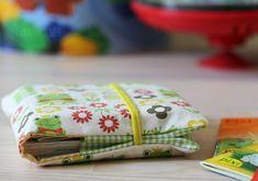 Fotoanleitung zum Selbermachen: eine Minibuch Stoffhülle für 10 Pixibücher... passen perfekt in Mamas Handtasche und schützen vor Langeweile...
