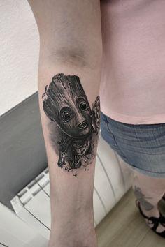 tatouage groot par stephane bueno tatoueur studio black corner tattoo valence #tattoo #tattoos #tattooed #tattooart #tattooartist #tattooist #tattooing #ink #inked #inked #girls #angel #realistictattoo #blackcornertattoo #stephanebueno #valence #groot #cute #blackandgrey #movie #fun