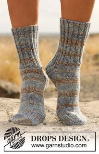"Pennine - Knitted DROPS socks with rib in ""Fabel"". All from children to men sizes. - Free pattern by DROPS Design Knitting Patterns Free, Free Knitting, Baby Knitting, Free Pattern, Drops Design, Wool Socks, Knitting Socks, Magazine Drops, Kids Socks"