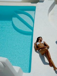 Lying next to the pool. Santorini island, Cyclades, Greece. - Selected by www.oiamansion.com