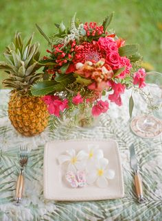 Tropical Hawaiian Bridal Inspiration | WarmPhoto Photography | Bridal Musings Wedding Blog 4