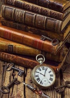 ❦ Old books.three of my favorite things.old books, pocket watch, and old keys! This is how I am going to decorate my new apartment! Old Books, Antique Books, Antique Keys, Vintage Keys, World Of Books, Book Nooks, Library Books, Reading Books, I Love Books