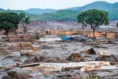 O rompimento da Barragem de Fundão, em 5 de novembro, despejou milhões de metros cúbicos de resíduos de mineração, devastando o distrito de Bento Rodrigues (MG) e matando 17 pessoas   Arquivo/Antonio Cruz/ Agência Brasil