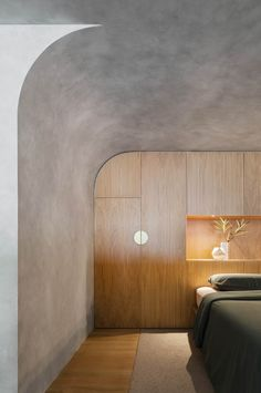 Home Interior Diy Perfect Storm: A Camperdown Apartment Inspired by Brutalism - Design Milk Interior Design Awards, Residential Interior Design, Gray Interior, Interior Decorating, Residential Lighting, Interior Plants, Luxury Interior, Open Plan Apartment, Apartment Renovation