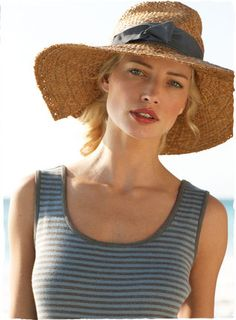 striped t....check      sun hat....need a cute one!