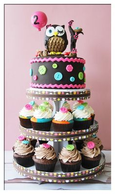 Owl  cake and cup cakes.......dream day cake!!