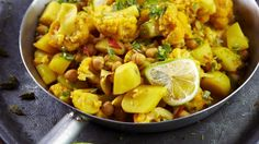 Cauliflower and potato curry Easy Healthy Recipes, Veggie Recipes, Vegetarian Recipes, Cooking Recipes, Healthy Food, Cheap Vegan Meals, Aloo Gobi, Food Goals, Vegan Foods
