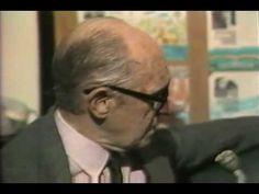 Drummond mostra, falando no melhor idioma do mundo, porquê é o melhor poeta do mundo ;)