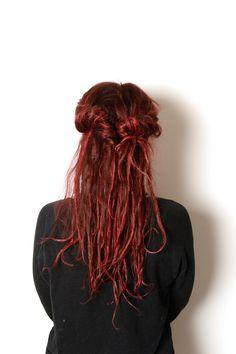 Colour and the Shape - Din färgexpert i Uppsala Uppsala, Half Dreaded Hair, Dreads Styles, Hair Styles, New Dreads, Partial Dreads, Rasta Hair, Beautiful Dreadlocks, Synthetic Dreads